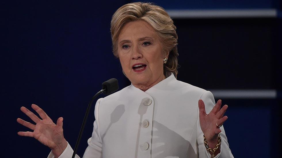 """Clinton defiende el aborto como una decisión de la mujer """"con su médico y su religión"""""""