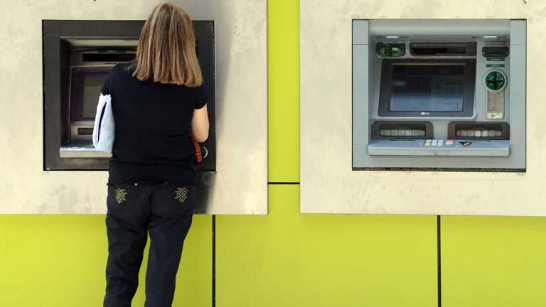 La media de las comisiones bancarias creció un 30% en 2013, según Adicae