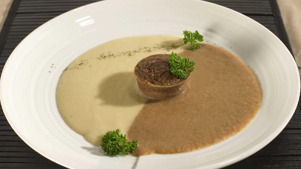 Receta de crema de alubias con pastel de morcilla for Cocina con sergio bizcocho