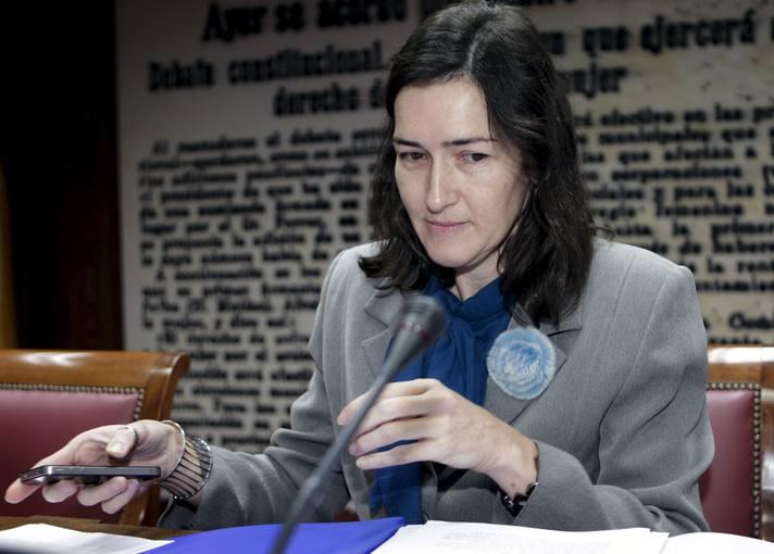 La ministra de Cultura, Angeles González -Sinde, durante su comparecencia hoy en la comisión de Cultura del Senado