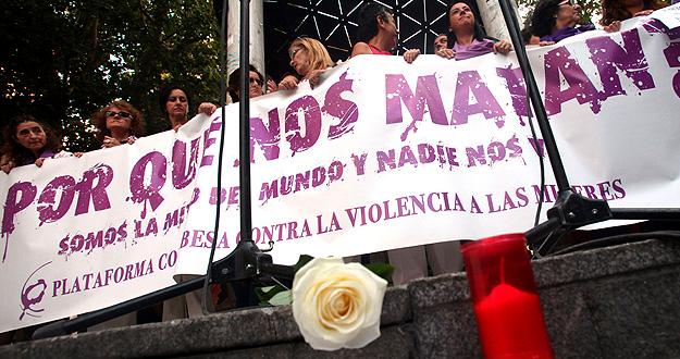 Concentración de repulsa por el último asesinato de una mujer de Córdoba