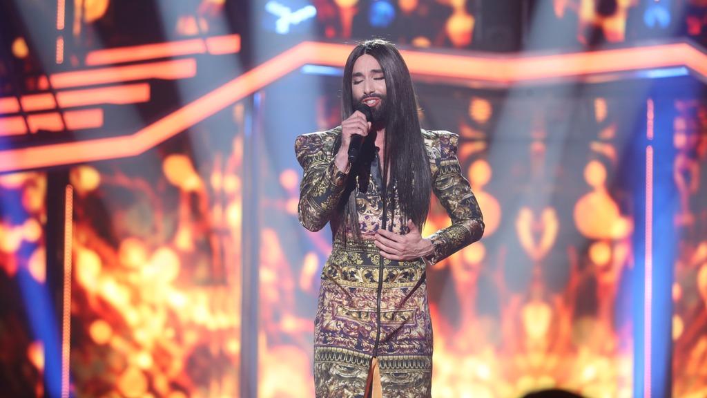 Operación Triunfo - Conchita Wurst canta 'Rise like a phoenix' en la Gala Eurovisión de OT
