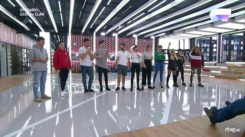 Operación Triunfo - Los concursantes cantan 'A quién le importa' en el primer pase de micros