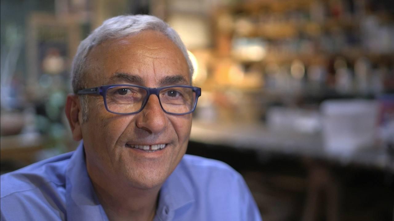 Nos confesó el escritor José Sanclemente que algunas de las cosas que le ocurren al periodista le han pasado a él también en la vida real