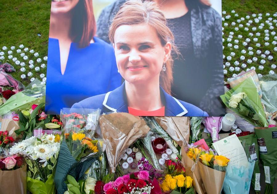 Conmoción en Inglaterra por el asesinato de Jo Cox