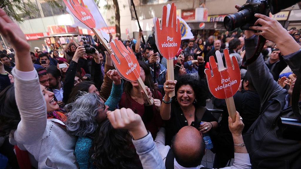 El Constitucional de Chile respalda la despenalización del aborto por violación, riesgo para la mujer o inviabilidad del feto