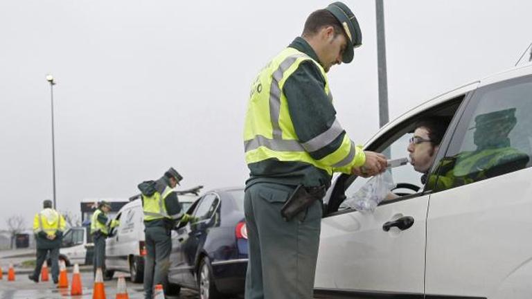 Cuatro de cada diez jóvenes admite beber aunque conduzca, según la DGT