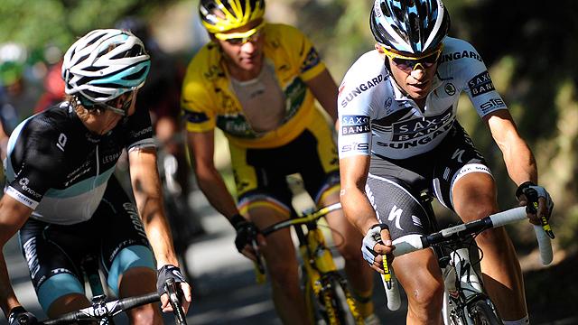 Contador ataca a más de 90 kilómetros