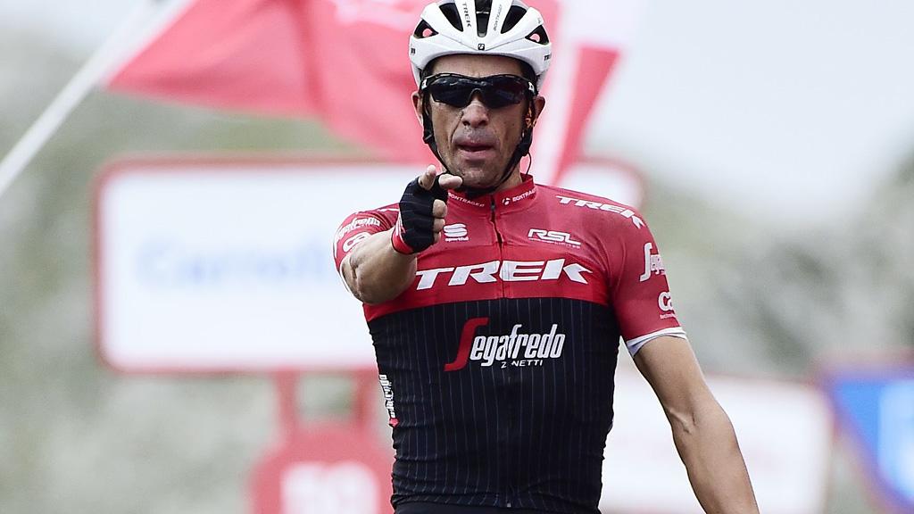 Contador se despide por todo lo alto en el Angliru