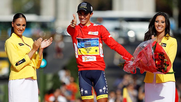 Contador sube al podio como vencedor de la Vuelta