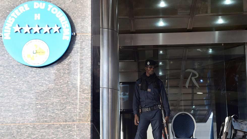 Continúa la búsqueda de los 3 yihadistas que asaltaron el Hotel Radisson de Bamako
