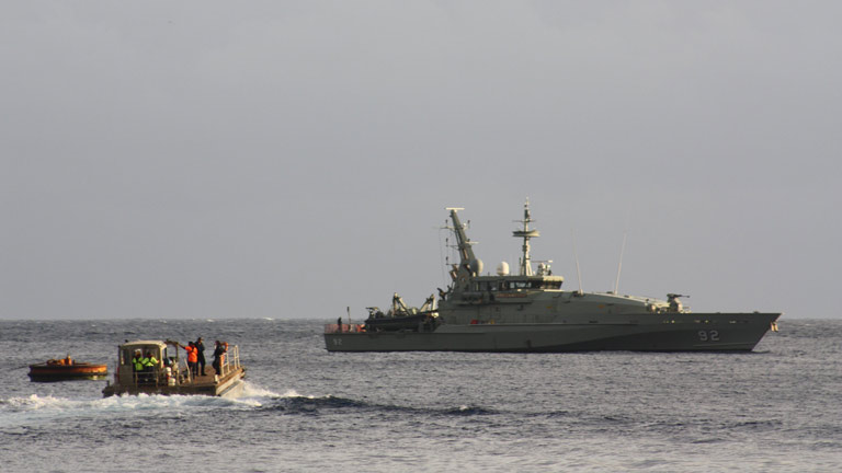 Continúa la búsqueda de desaparecidos en el naufragio entre Indonesia y Australia