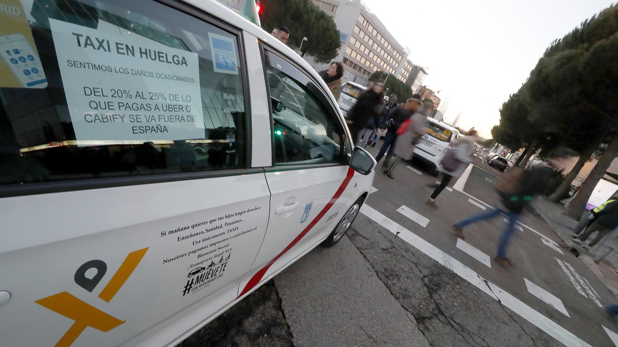 Los taxistas de Madrid y Barcelona continúan con la huelga