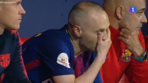 Copa 2018   Lágrimas de despedida de Iniesta en el banquillo