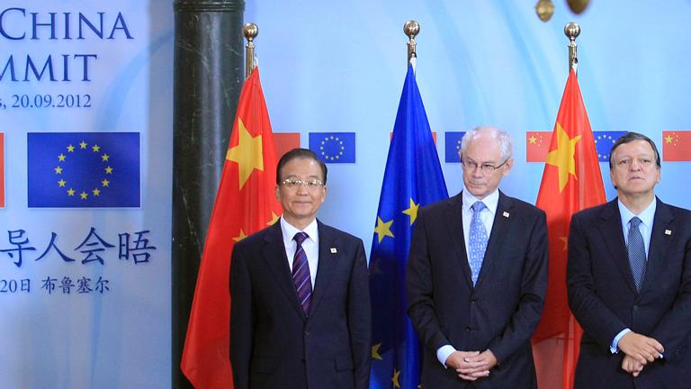 La crisis europea y la competencia comercial centran la XV Cumbre UE-China en Bruselas