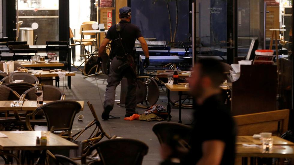 Un ataque con armas automáticas en un centro comercial de Tel Aviv deja al menos cuatro muertos