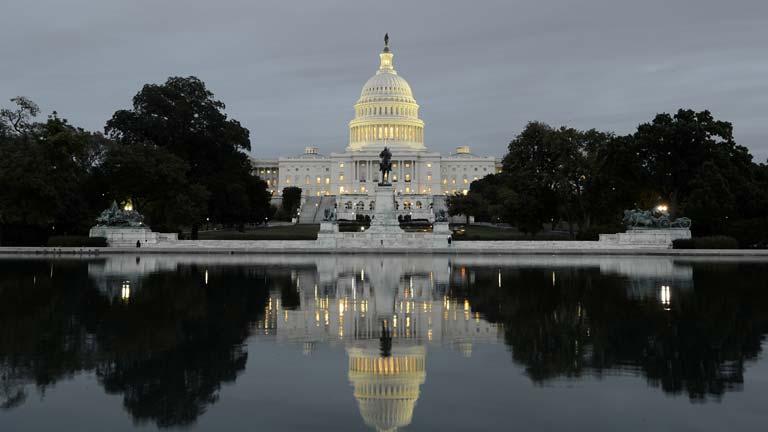 Quedan menos de 24 horas para que demócratas y republicanos se pongan de acuerdo, en EE.UU