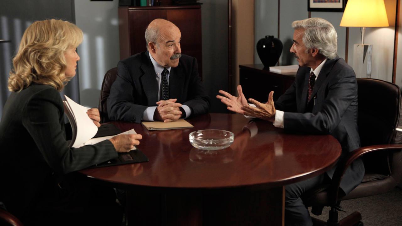 Cuéntame cómo pasó - Mercedes y Antonio piden un crédito en el banco