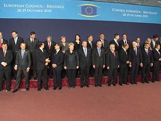 Ver vídeo 'La cumbre de Jefes de Estado y de Gobierno de la UE estudiará medidas para frenar la crisis de la deuda'