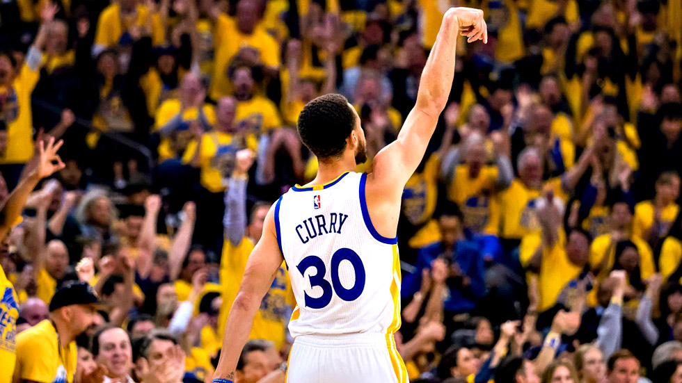 Curry amplía la ventaja de los Warriors en la serie final