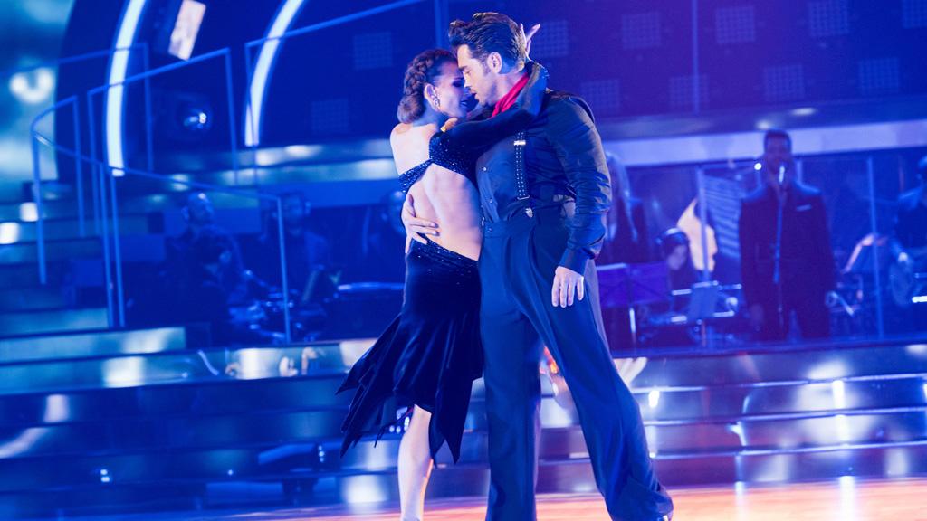 """Bailando con las estrellas - David Bustamante y Yana bailan """"Set fire to the rain"""""""