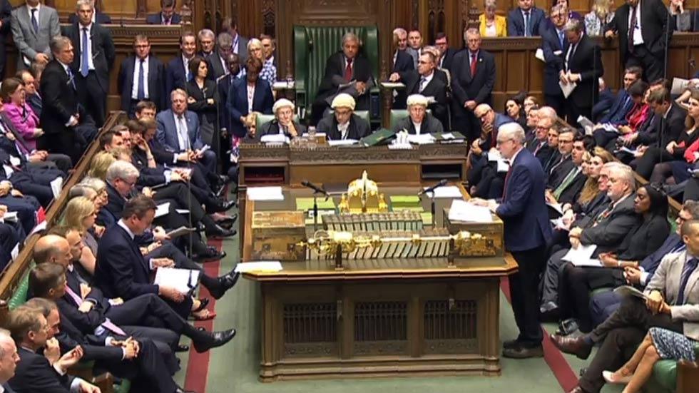 """David Cameron a Corbyn: """"¡Por el amor de Dios, váyase!"""""""