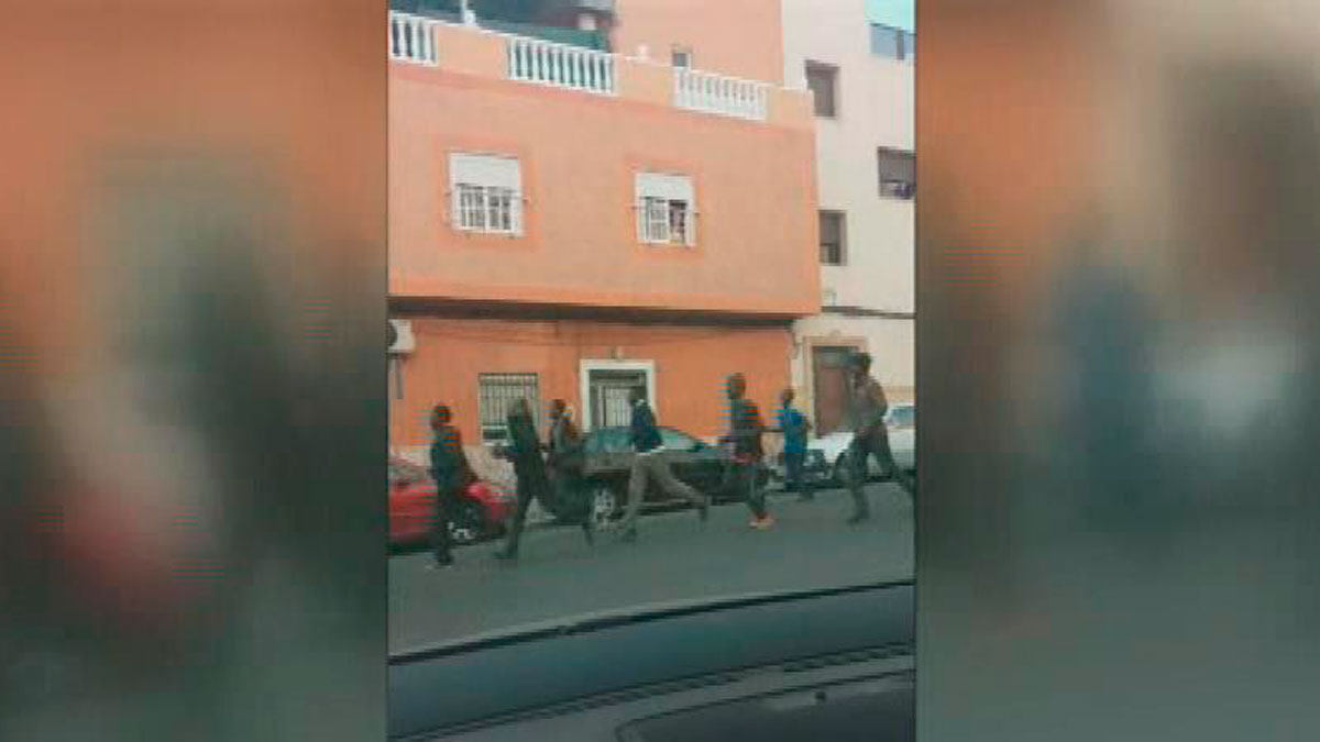 Decenas de inmigrantes entran a Melilla en el primer salto a la valla del año