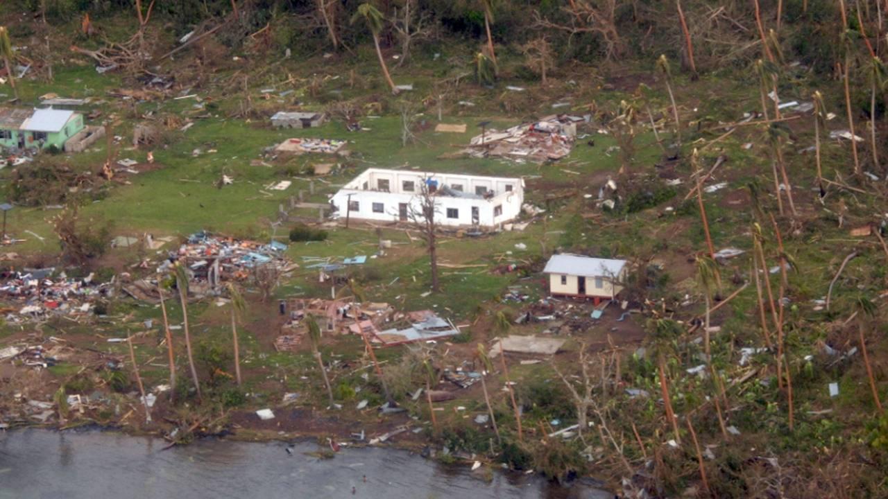 Destrucción en el poblado de Muamua en la isla de Vanua Balavu, tras el paso del ciclón Winston