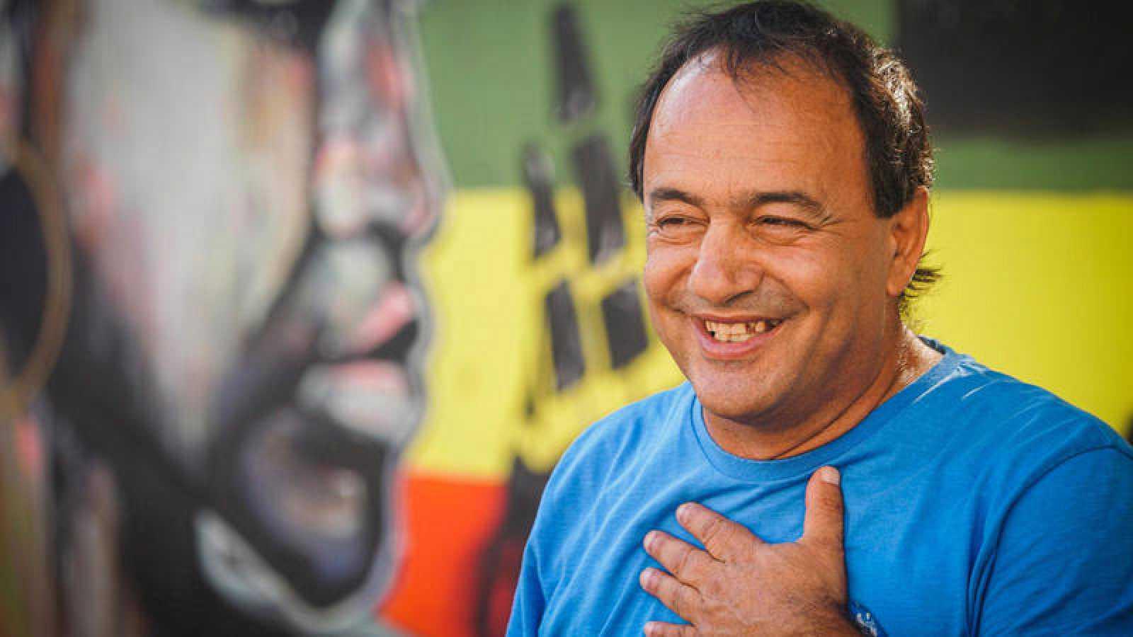 Detenido por inmigración ilegal el alcalde de Riace, símbolo de la acogida en Italia