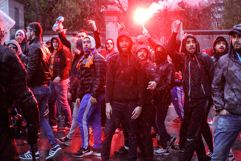 Detenidos tres ultras del Marsella por herir a dos vigilantes en San Mamés