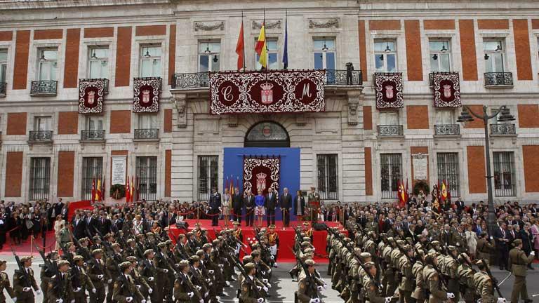 Aguirre mantiene su pugna con los sindicatos en el Día de la Comunidad de Madrid