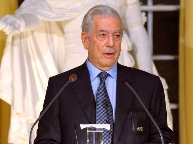 Vargas Llosa elogia la lectura y da las gracias a España en el discurso del Nobel