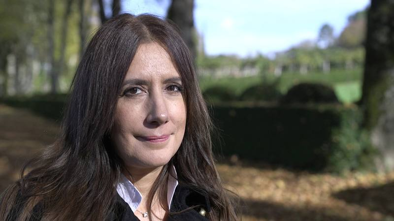 Dolores Redondo reflexiona sobre temas como la impunidad de las clases poderosas, el engaño, la fuerza del apellido en las familias de rancio abolengo