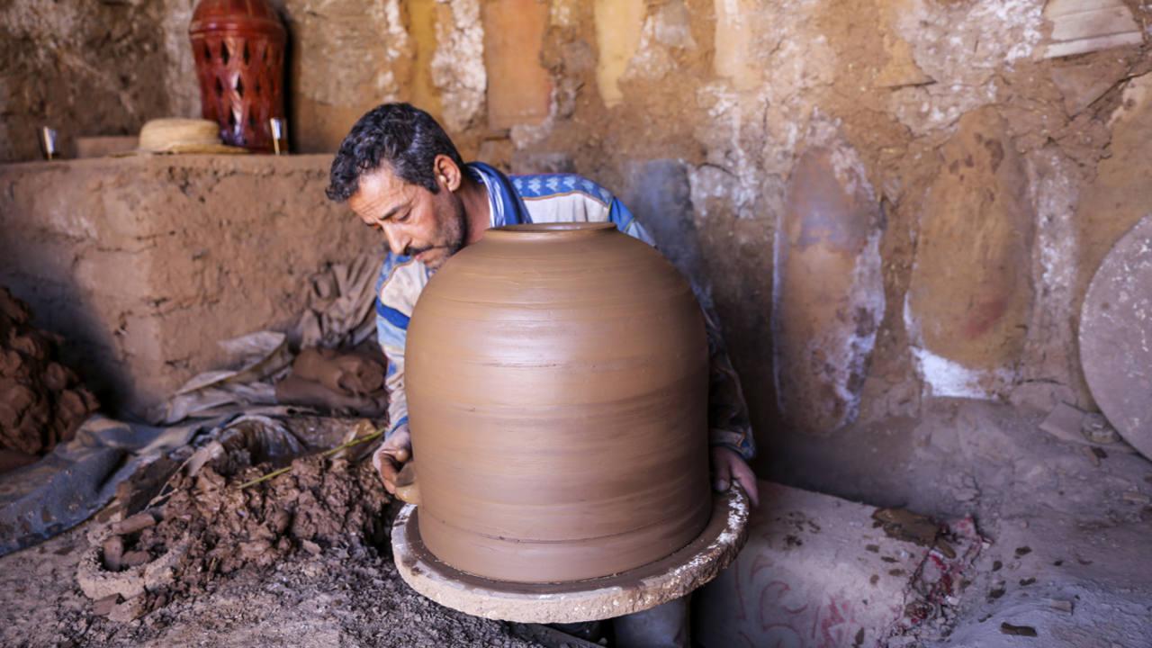 Resultado de imagen de Un joven Marroquí se diseña frigoríficos que no necesitan electricidad,
