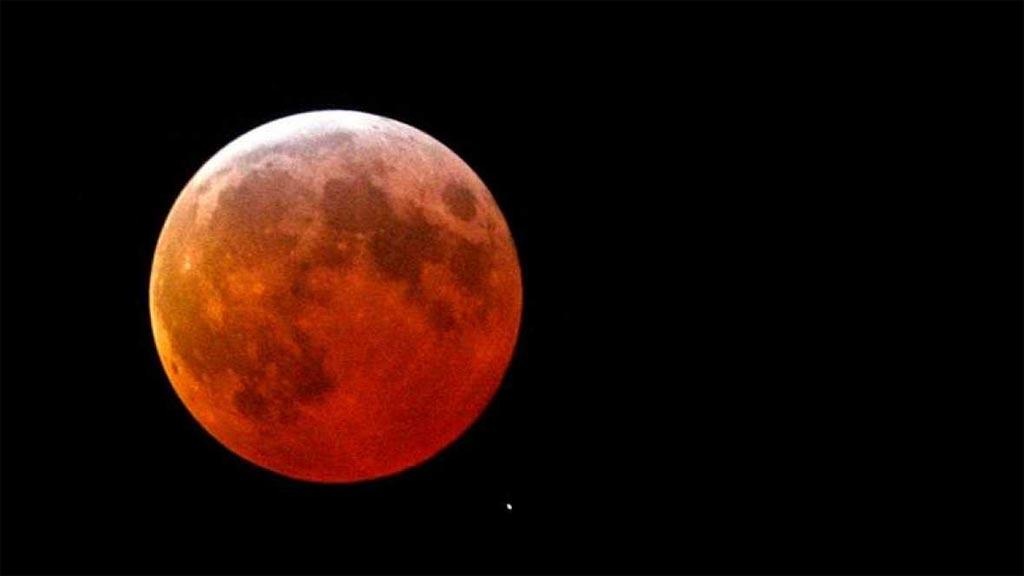 Un eclipse parcial teñirá ligeramente de rojo a la Luna esta noche