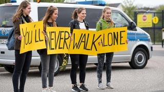Ejemplar comportamiento de los aficionados de Dortmund y Mónaco tras el atentado