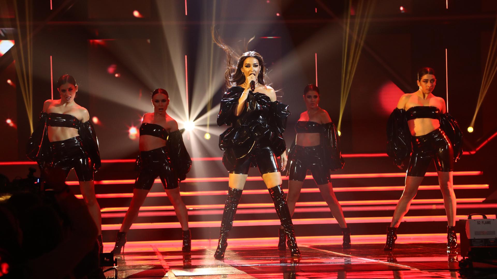 """Eurovisión 2019 - Eleni Foureira canta """"Fuego"""" y """"Tómame"""" en la Gala OT Eurovisión"""