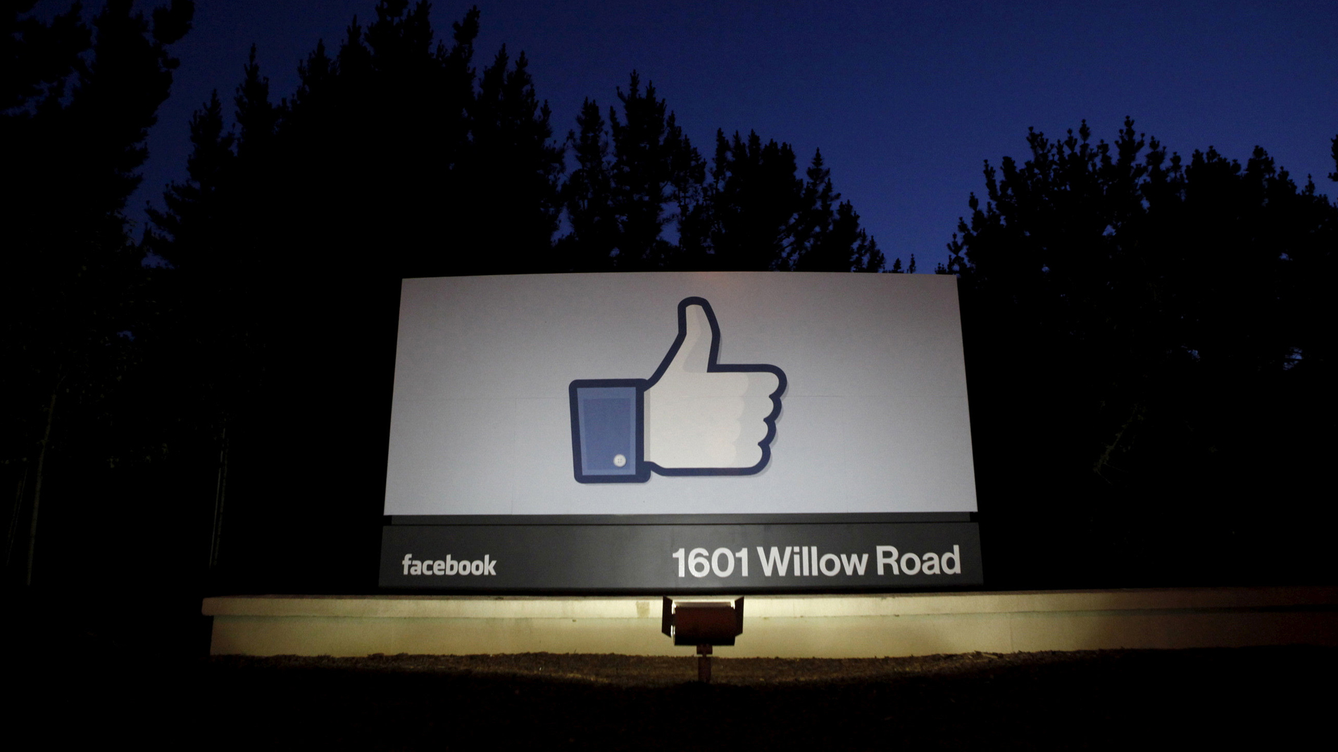 Una empresa compró datos de Facebook de 50 millones de usuarios