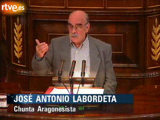 Labordeta se enfrenta al ministro Álvarez Cascos en el Congreso