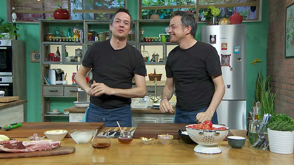 Torres en la cocina - Ensalada de endibias con costillas de cabrito y cake de limón