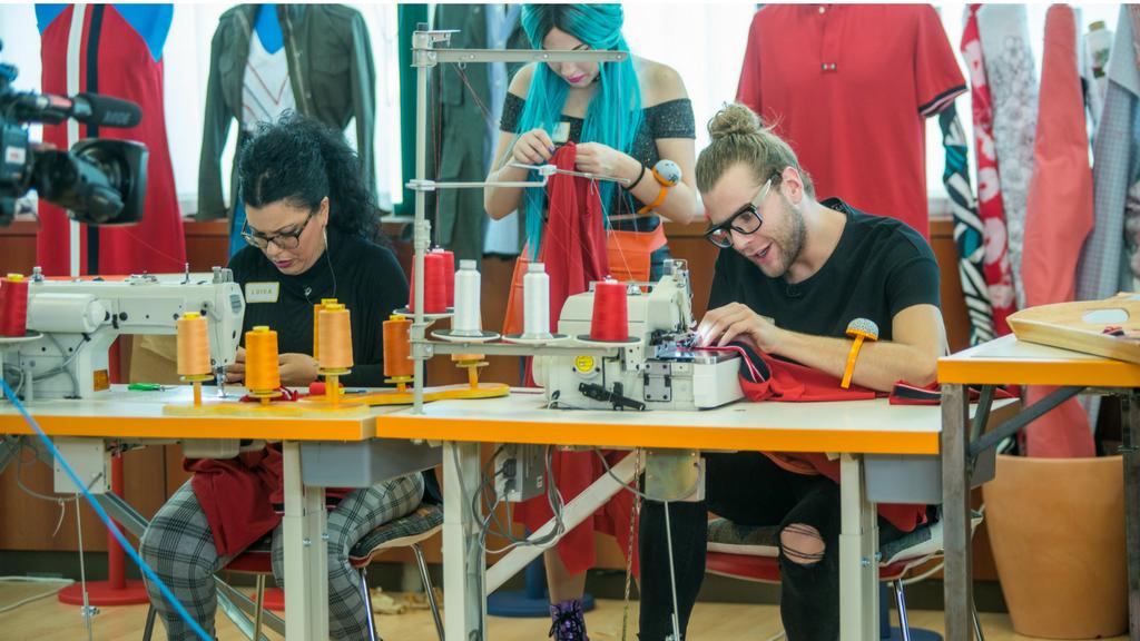 Maestros de la costura - El equipo de Eduardo sin trabajar durante 15 minutos