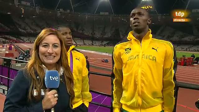El equipo jamaicano de 4x100 se divierte ante las cámaras de TVE