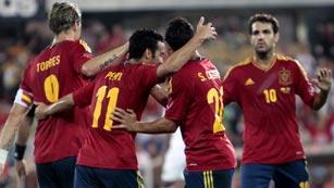España golea a Arabia Saudí (5-0)