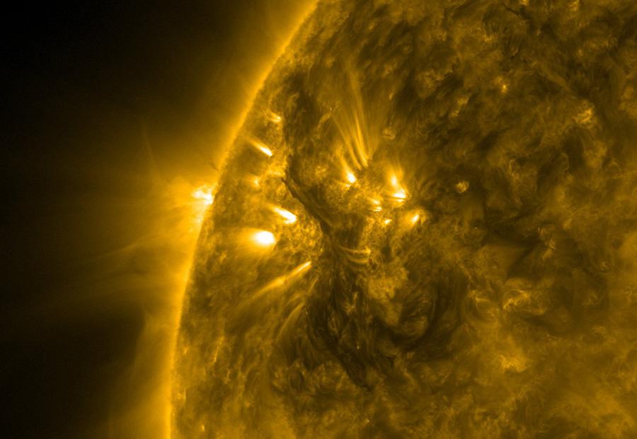 Un espectacular Sol bajo la luz ultravioleta