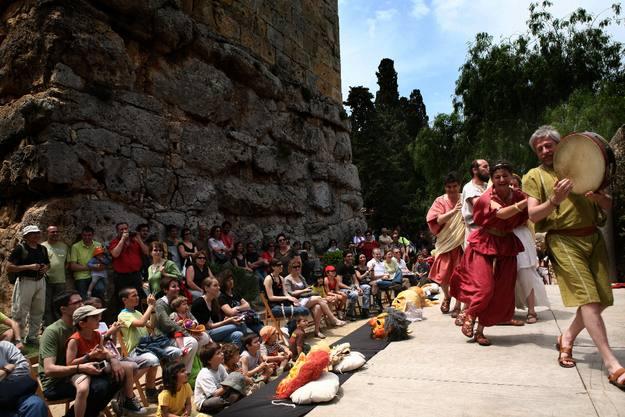 Espectáculo musical ante las murallas romanas de Tarragona