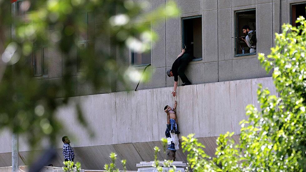 El Estado Islámico perpetra un doble atentado en Teherán con doce muertos