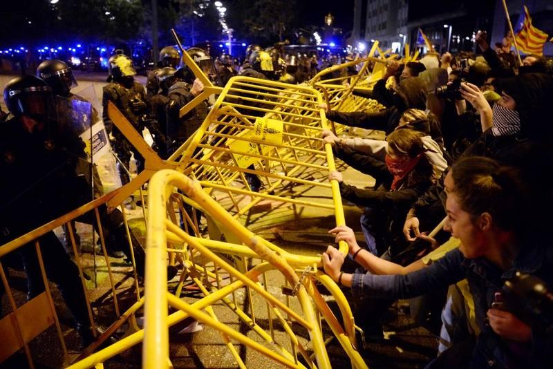 Estudiantes se manifiestan en Barcelona por el 1-O