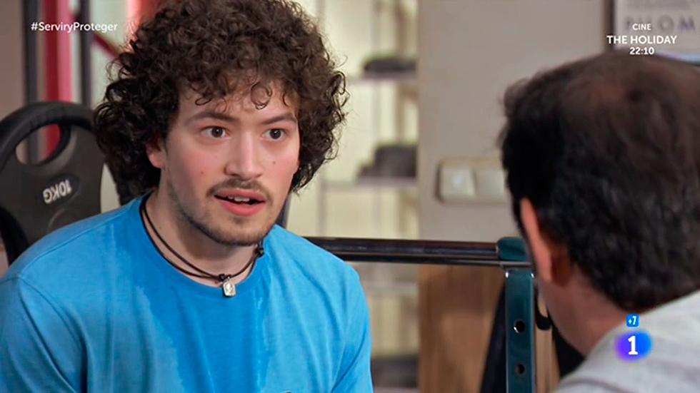 Servir y proteger - Eugenio le confiesa a Max que es virgen