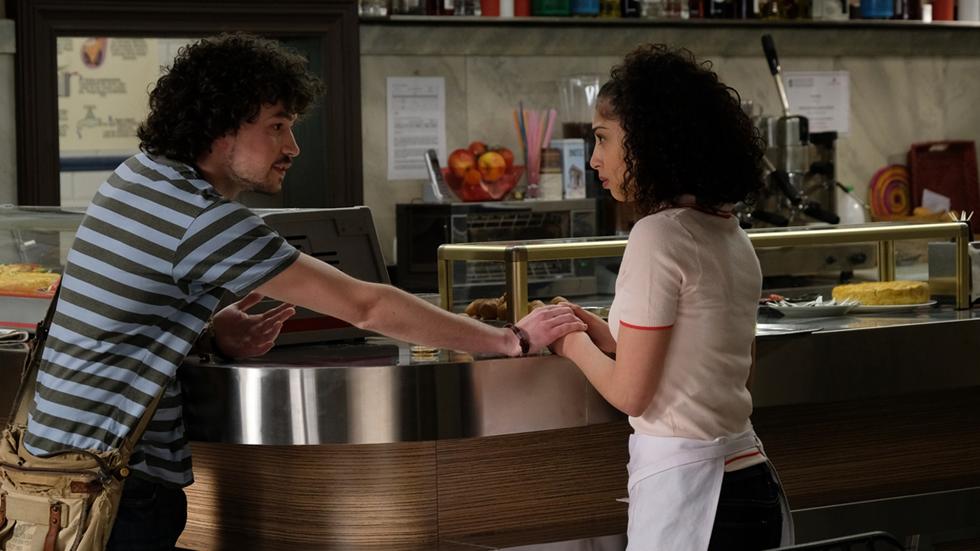 Servir y proteger - Eugenio intenta ayudar a Salima