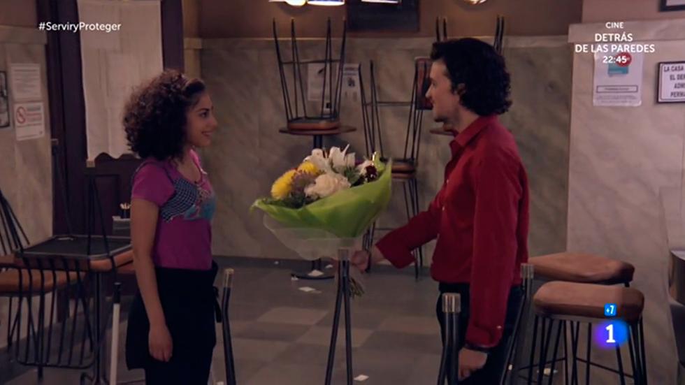 Servir y proteger - Eugenio pide una cita a Salima